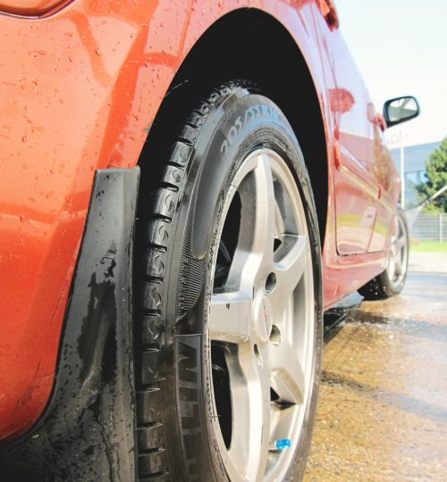 car-red-tire-washing-4314
